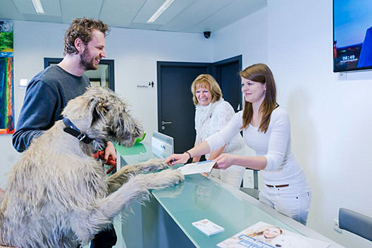 Tierarzt Besserer Neuss · Empfang in der Praxis