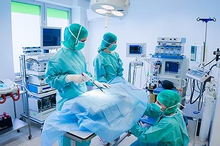 Tierarztpraxis Besserer: Während einer OP