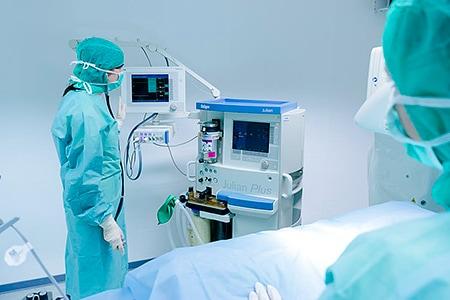 Tierarztpraxis Besserer: Beobachtung der Vitalzeichen während einer OP