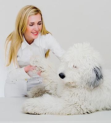 Tierarztpraxis Besserer: Dr. med. vet Katerine Besserer mit Hund