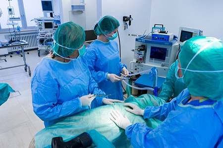Das Team von Dr. Besserer bei einer OP